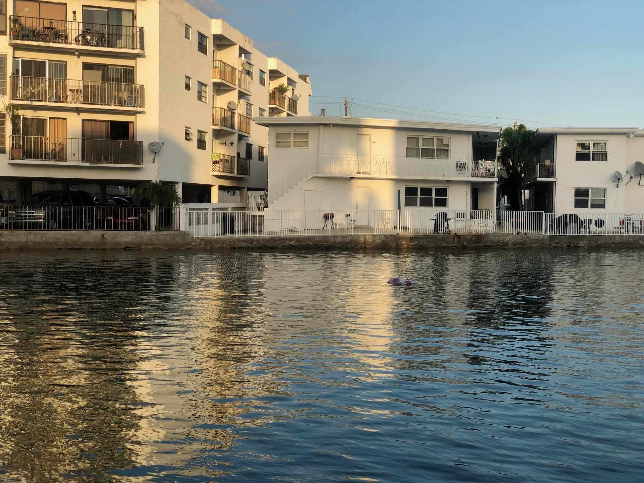 Algunas de las viviendas a lado del canal de alrededor de 70 metros cuadrados