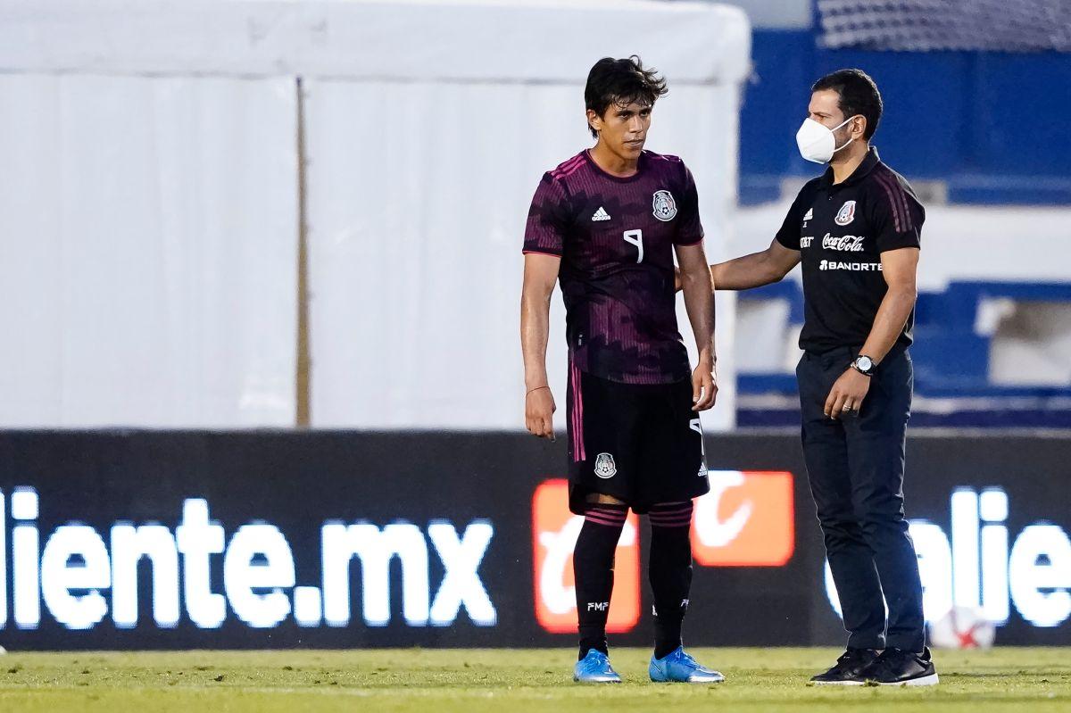 El delantero llega a España proveniente de Chivas de Guadalajara.
