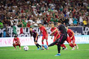 Imperdible: Carlos Salcedo fue el blanco de los memes en el partido de México por la Copa Oro
