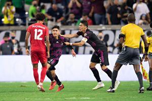 Cerca de las expulsiones: el partido entre México y Canadá fue protagonizado por las peleas dentro del campo [Videos]