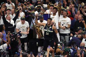 Milwaukee Bucks hace historia: de la mano de Giannis Antetokounmpo gana su primer título de la NBA tras 50 años de sequía
