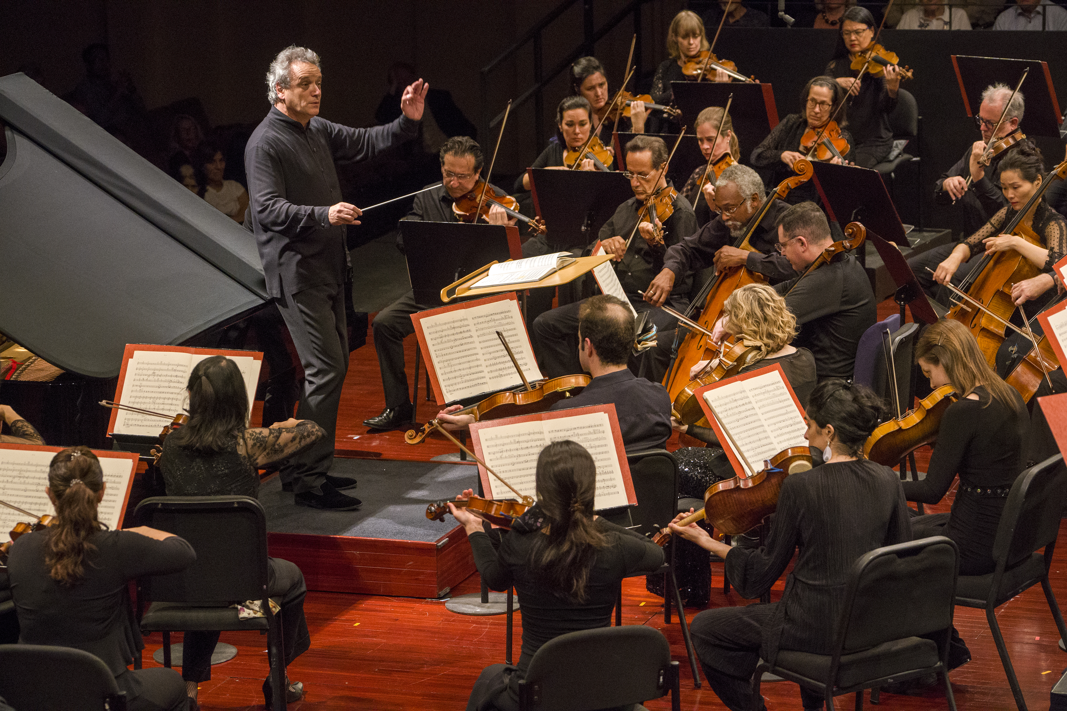 Photo: Mostly Mozart Festival Orchestra<br /> Louis Langrée, conductor<br /> Steven Osborne, piano<br /> Concert Photographed: Friday, August 9, 2019 at 7:30 PM at Geffen Hall<br /> at Lincoln Center; New York, NY. Photograph: © 2019 Richard Termine<br /> PHOTO CREDIT - RICHARD TERMINE