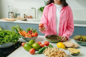Dieta basada en plantas y menopausia: puede reducir la intensidad de los calores 84%