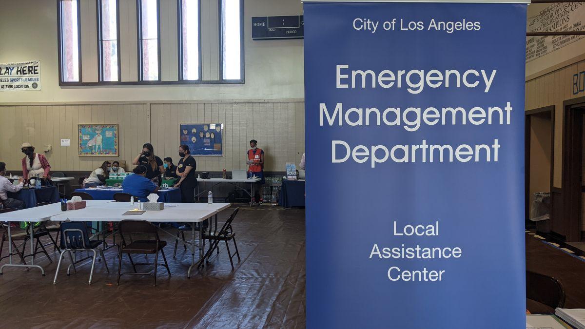 El centro de asistencia local Trinity para damnificados de la explosión. (Jacqueline García/La Opinión)