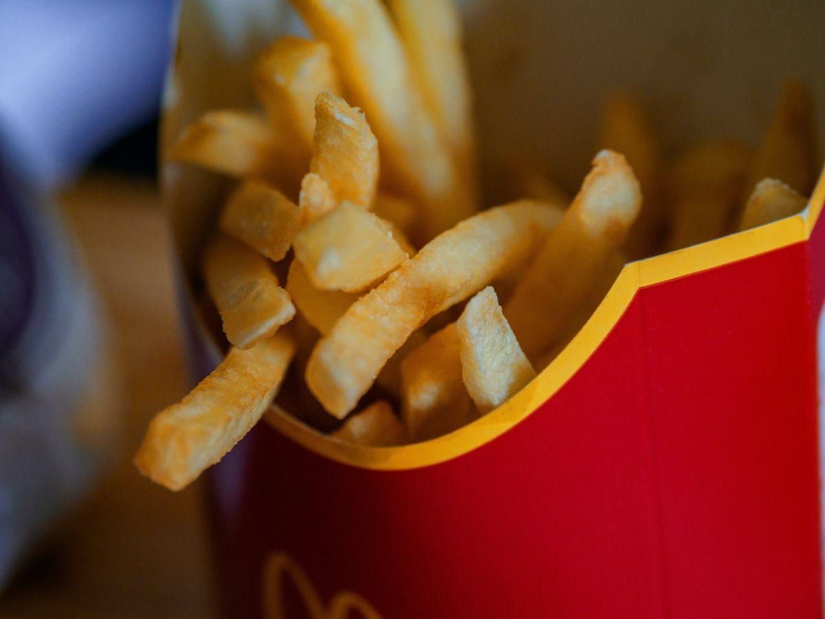 Las papas fritas de restaurantes de comida rápida se fríen dos veces.