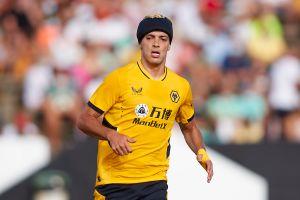 Raúl Jiménez volvió a sonreír: anotó ocho meses después de su fractura de cráneo