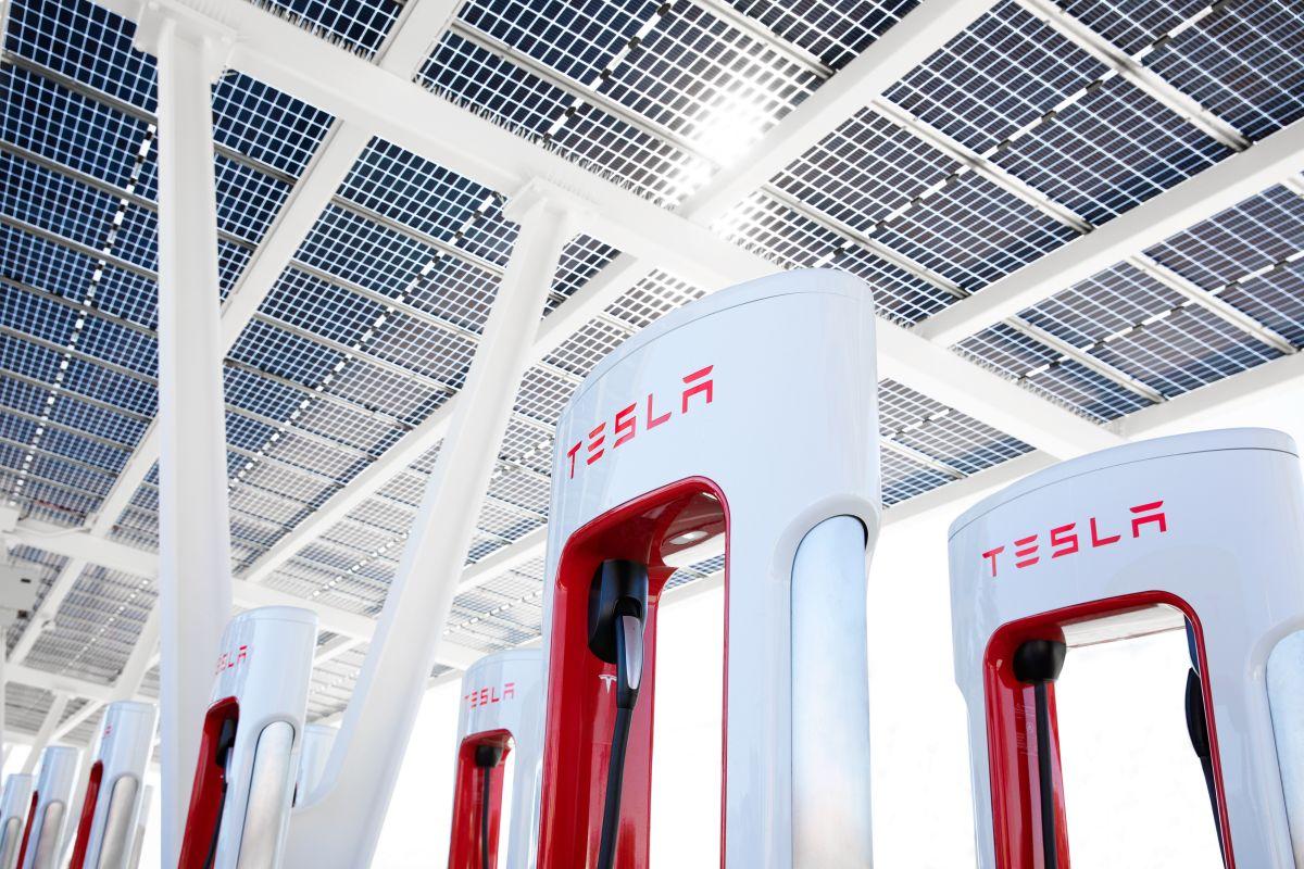 Tesla abrirá sus supercargadores a otros vehículos eléctricos a finales de este año, según Elon Musk