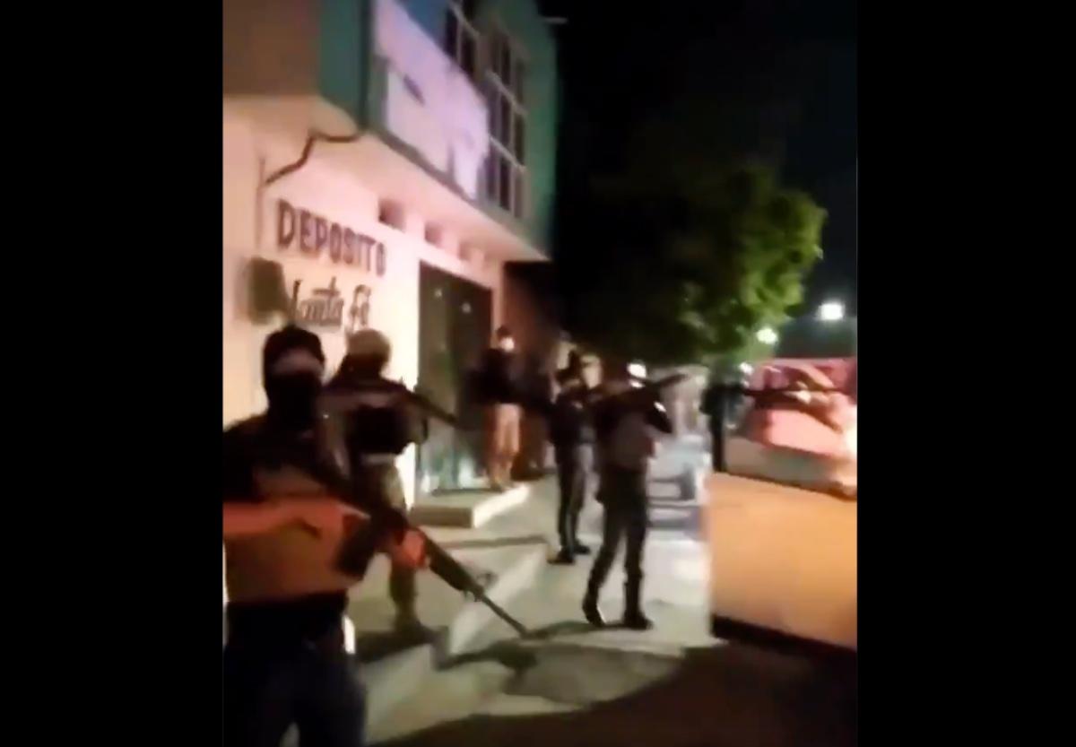 VIDEO: Cártel del Golfo exhibe armamento en plenas calles de ciudad mexicana