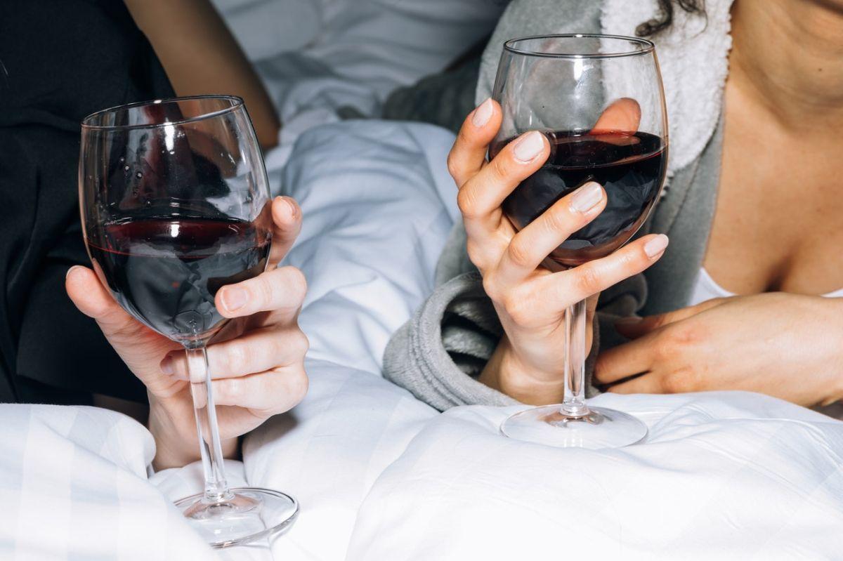 La clave para prolongar la vida útil del vino es reducir la cantidad de oxígeno que toca la superficie del vino.
