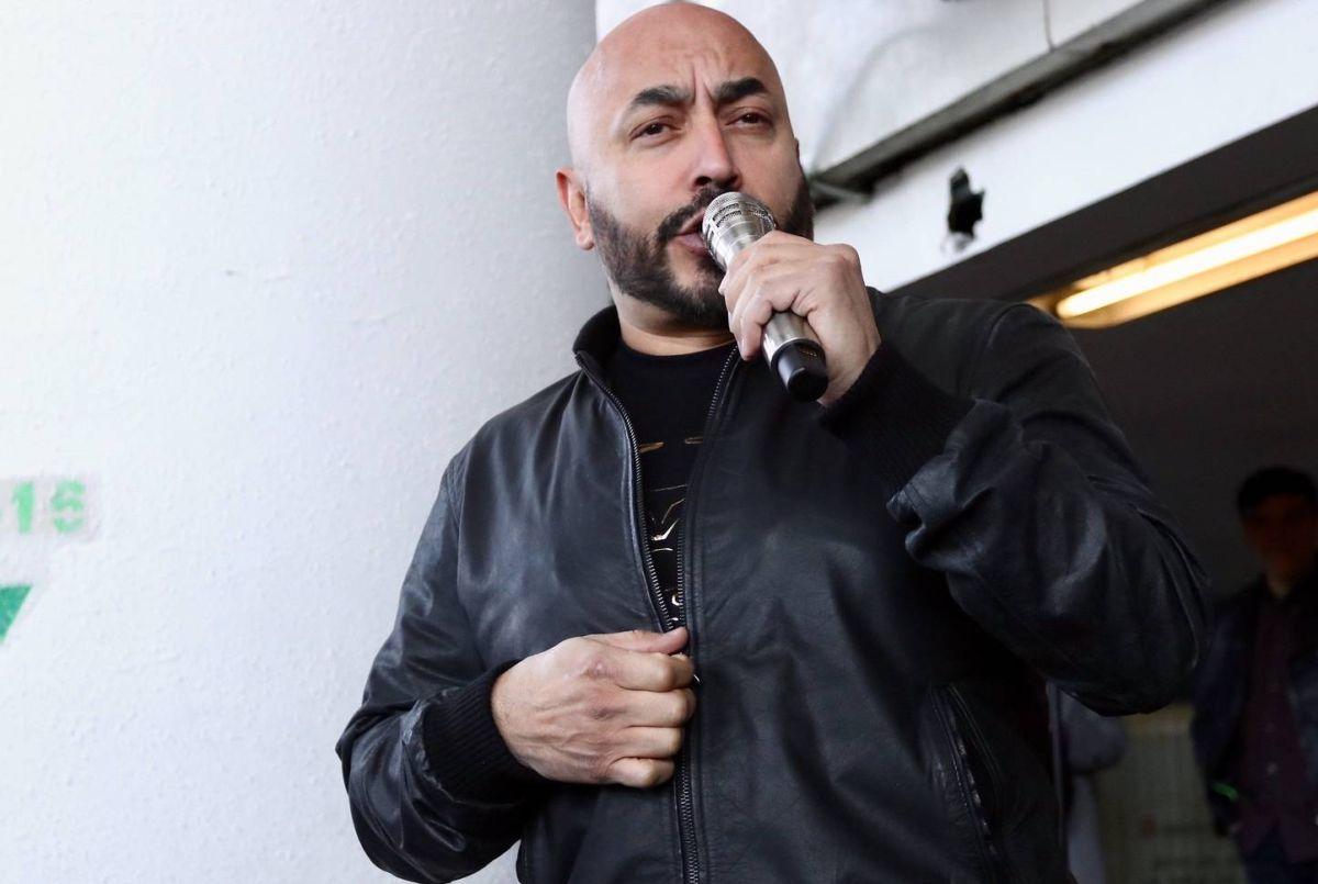 Lupillo Rivera hace millonario regalo a su hermano Juan.