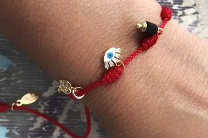 Pulseras y brazaletes que puedes usar a diario para mantener el equilibrio y la suerte en tu vida