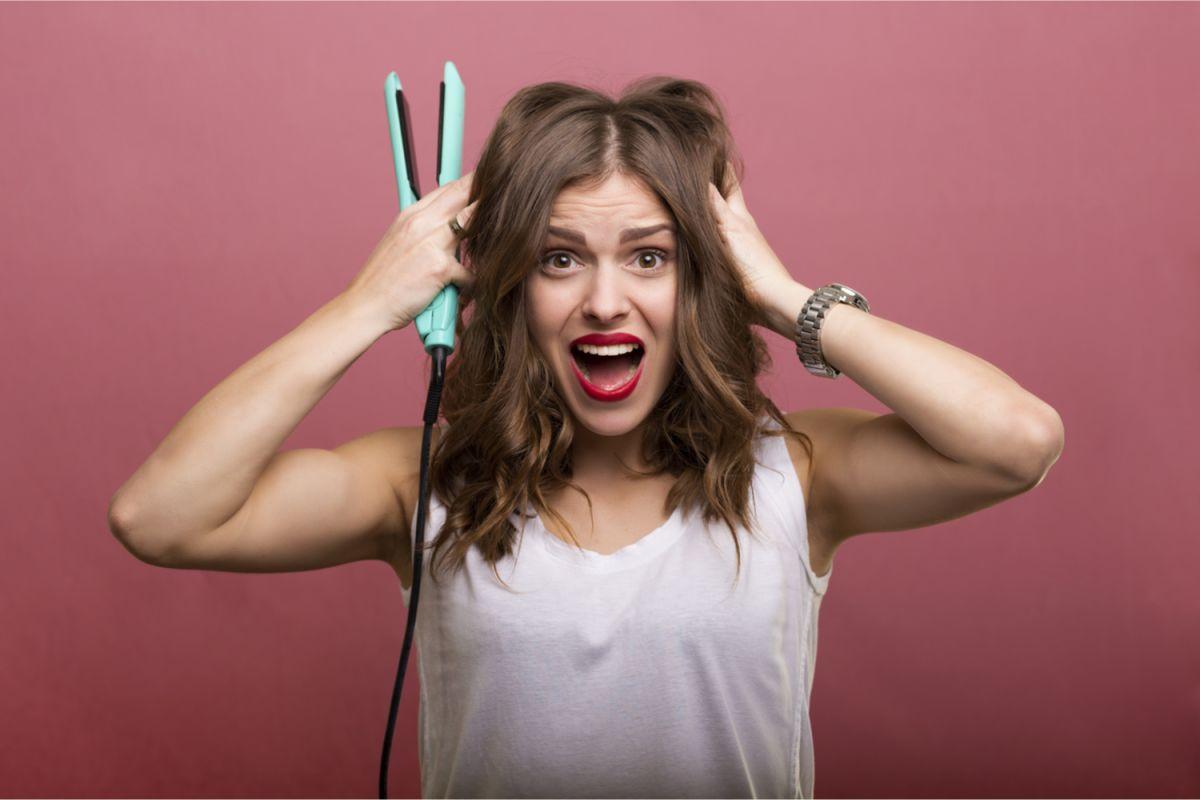 Hoy en día, persiguiendo nuestros ideales estéticos, solemos maltratar nuestro cabello con artefactos de calor. Esos daños podemos prevenirlos y repararlos con aceites formulados especialmente para el cabello