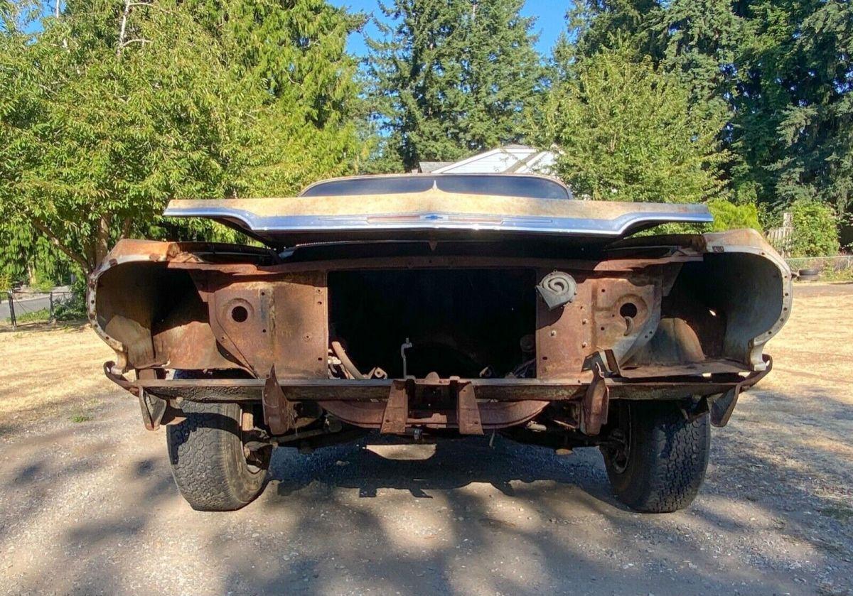 Vista frontal del Chevrolet Impala 1964 que será subastado