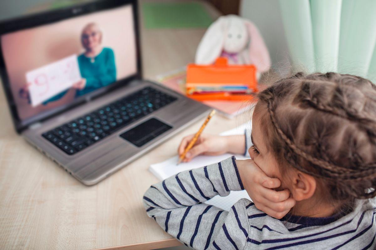 Las mejores computadoras por menos de $450 para tus hijos estudiar en el regreso a clases
