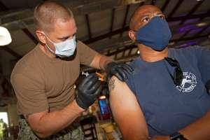 El Pentágono seguirá las reglas de vacunación que Biden impuso para los trabajadores civiles del gobierno