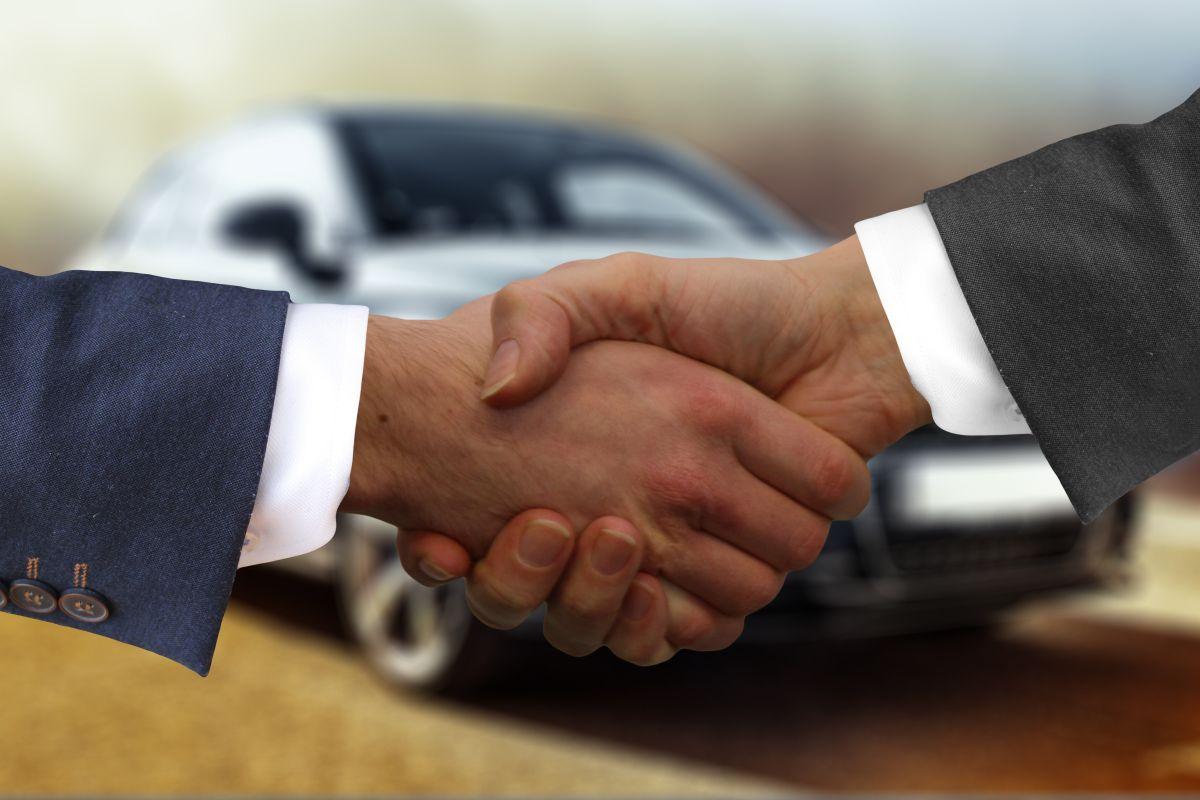 Cuando vendemos un auto, no siempre tenemos que hacerlo a través de un intermediario, también podemos hacerlo por nuestra cuenta.