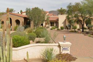 Así es la espectacular mansión que venden en Arizona... ¡con garaje para 100 automóviles!