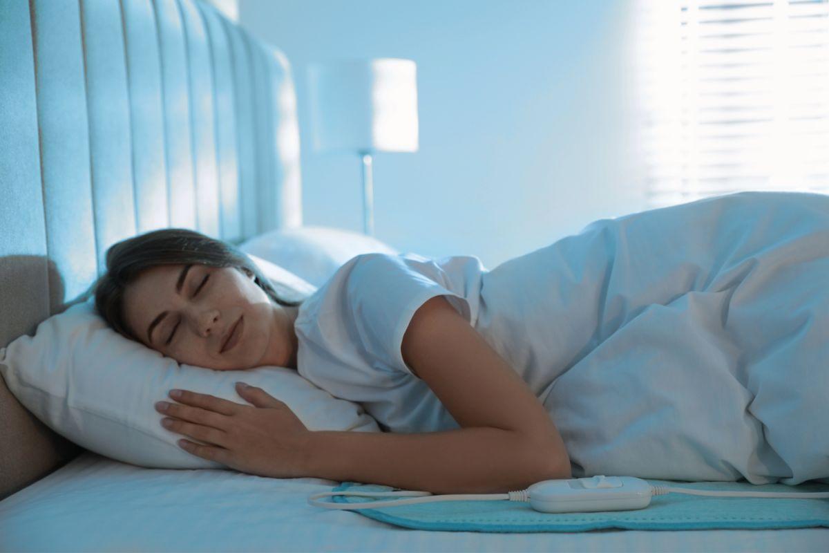 Ya sea con fines terapéuticos o para abrigarse en invierno, una manta o almohadilla térmica te será de gran utilidad