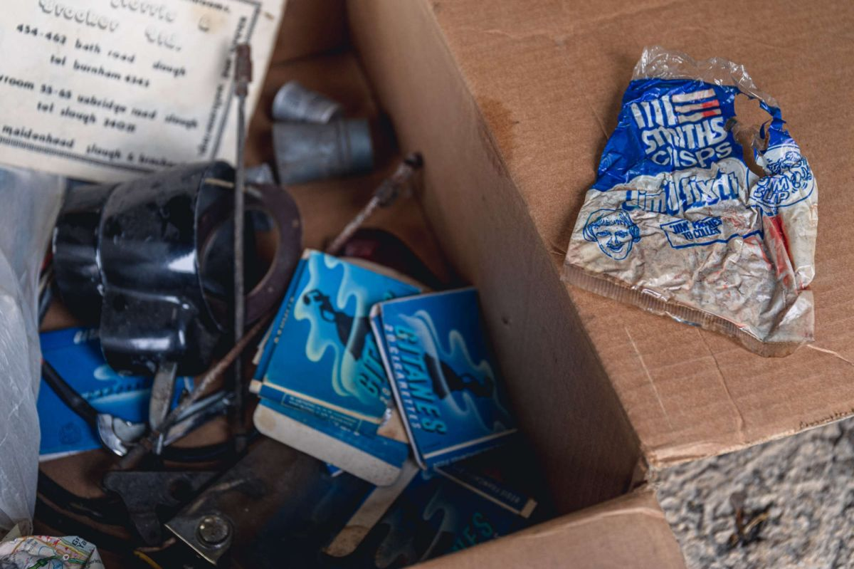 Foto de la maleta del Porsche encontrado en un depósito