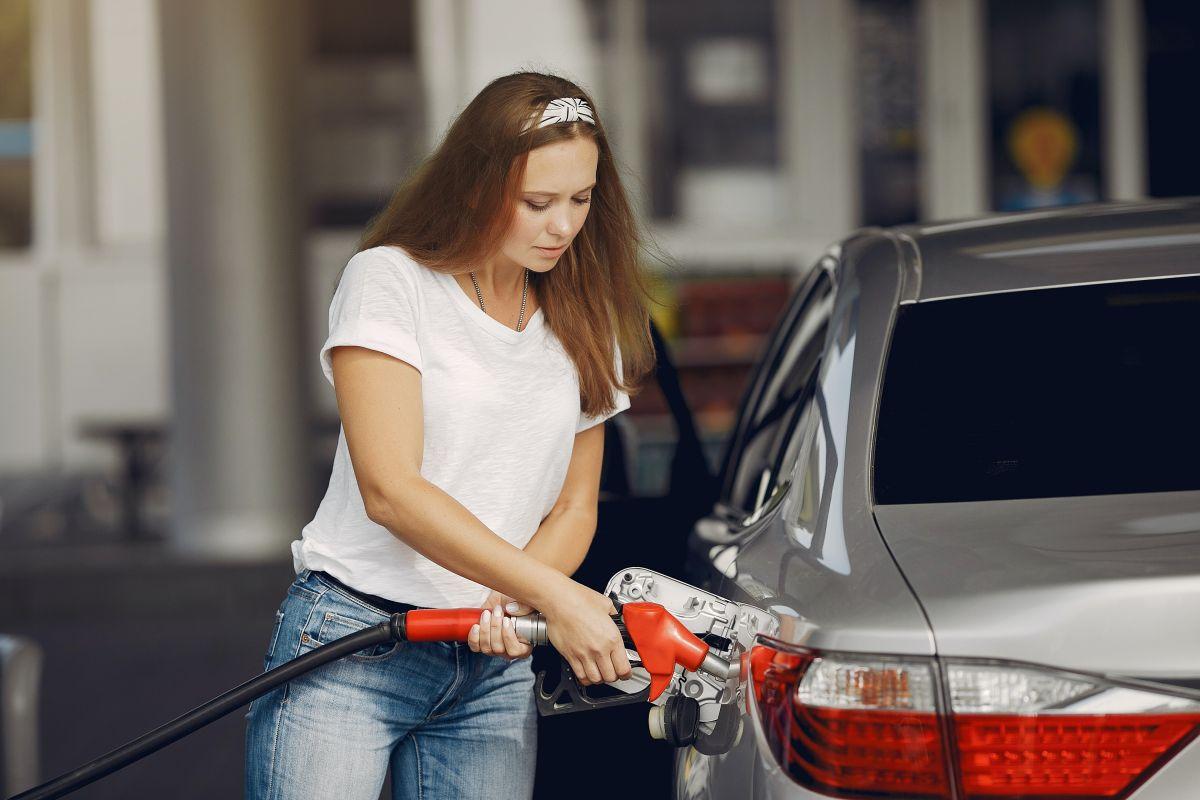 Existen algunas fallas que pueden hacer que el auto consuma más combustible del que debe.