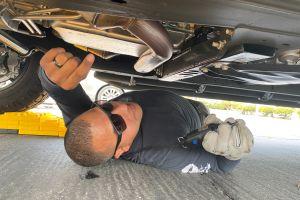 Conductores acuden a 'marcar' el catalizador de su auto