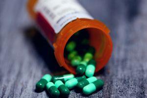 Distribuidores de medicamentos acuerdan en Nueva York pagar $1,180 millones para resolver reclamos por adicción de opioides en todo el país