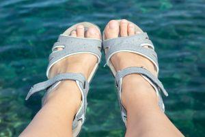 Sandalias ortopédicas para cuidar la salud de tus pies en la calle, casa o en la playa