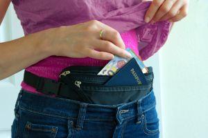 ¿Te vas de viaje pronto? Bolsas para ocultar dinero debajo de tu ropa sin que se note