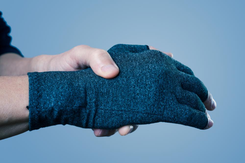 Guantes para la artritis que ayudan a controlar el dolor en conjunto con tu tratamiento.