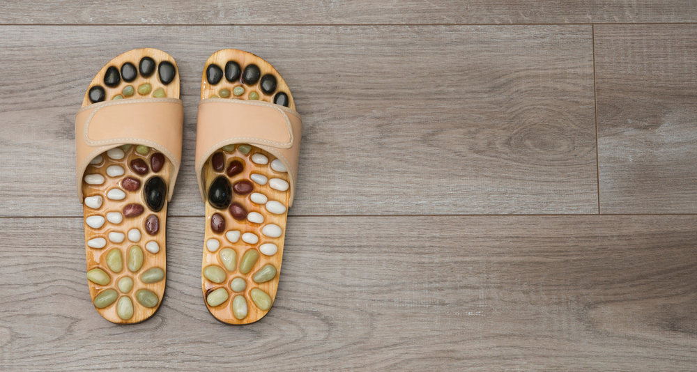 Alivia diversos dolores en el cuerpo con estas sandalias de acupresión con un uso diario de 15 minutos.