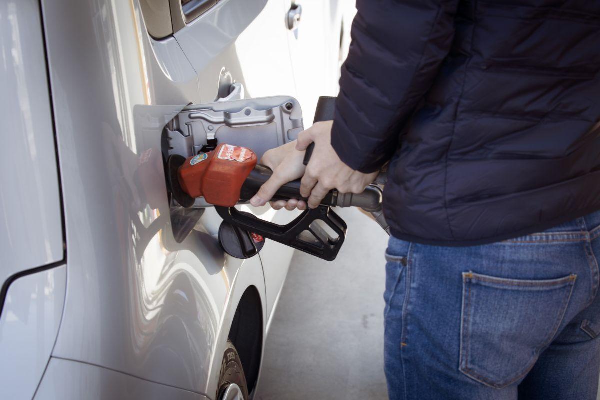 Tanto Oregon como New Jersey poseen restricciones que impiden a los conductores operar las estaciones de servicio por su cuenta.