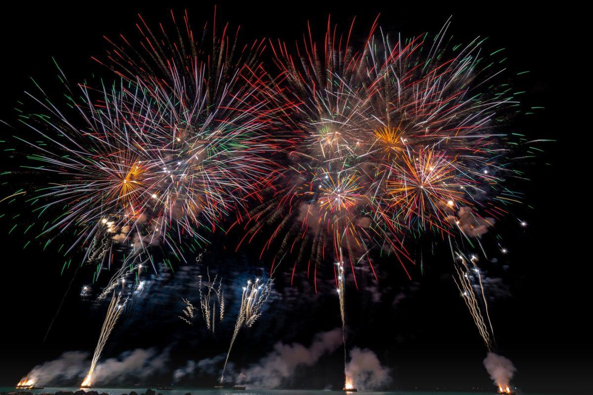 Los fuegos artificiales representan explosiones de alegría