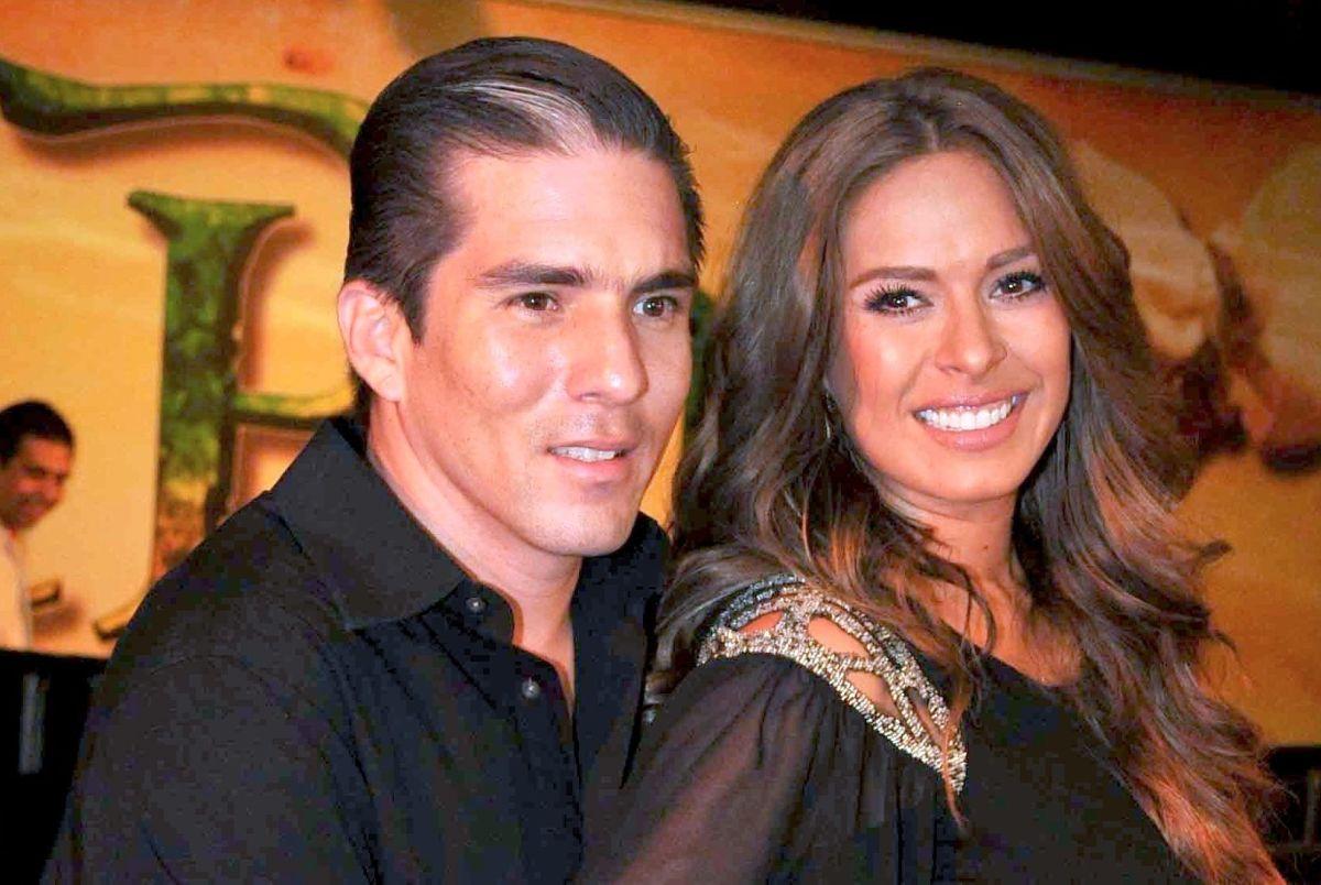 Galilea Montijo y Fernando Reina celebran su décimo aniversario de bodas entre invitados de lujo.