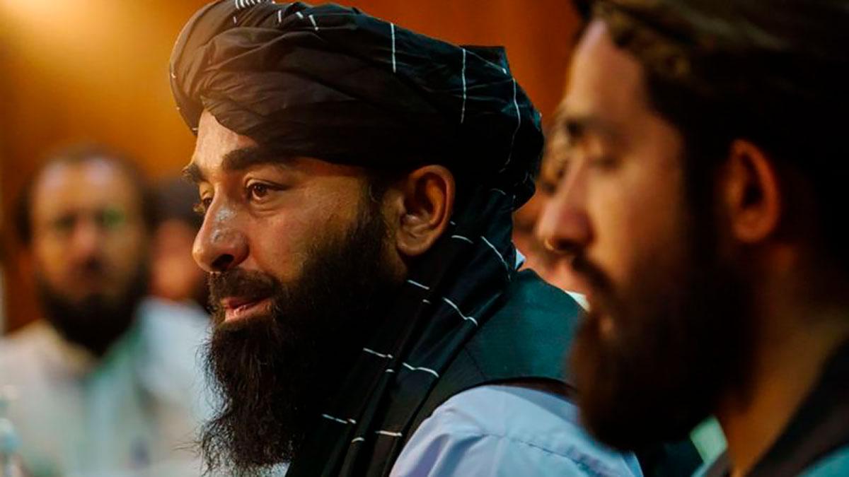 Zabihullah Mujahid hizo su primera aparición pública durante la primera rueda de prensa del Talibán en el poder.