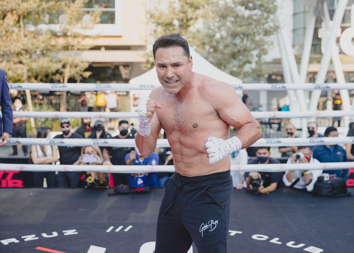 Óscar de la Hoya presumió su excelente forma física en el L.A. Live de Los Ángeles.