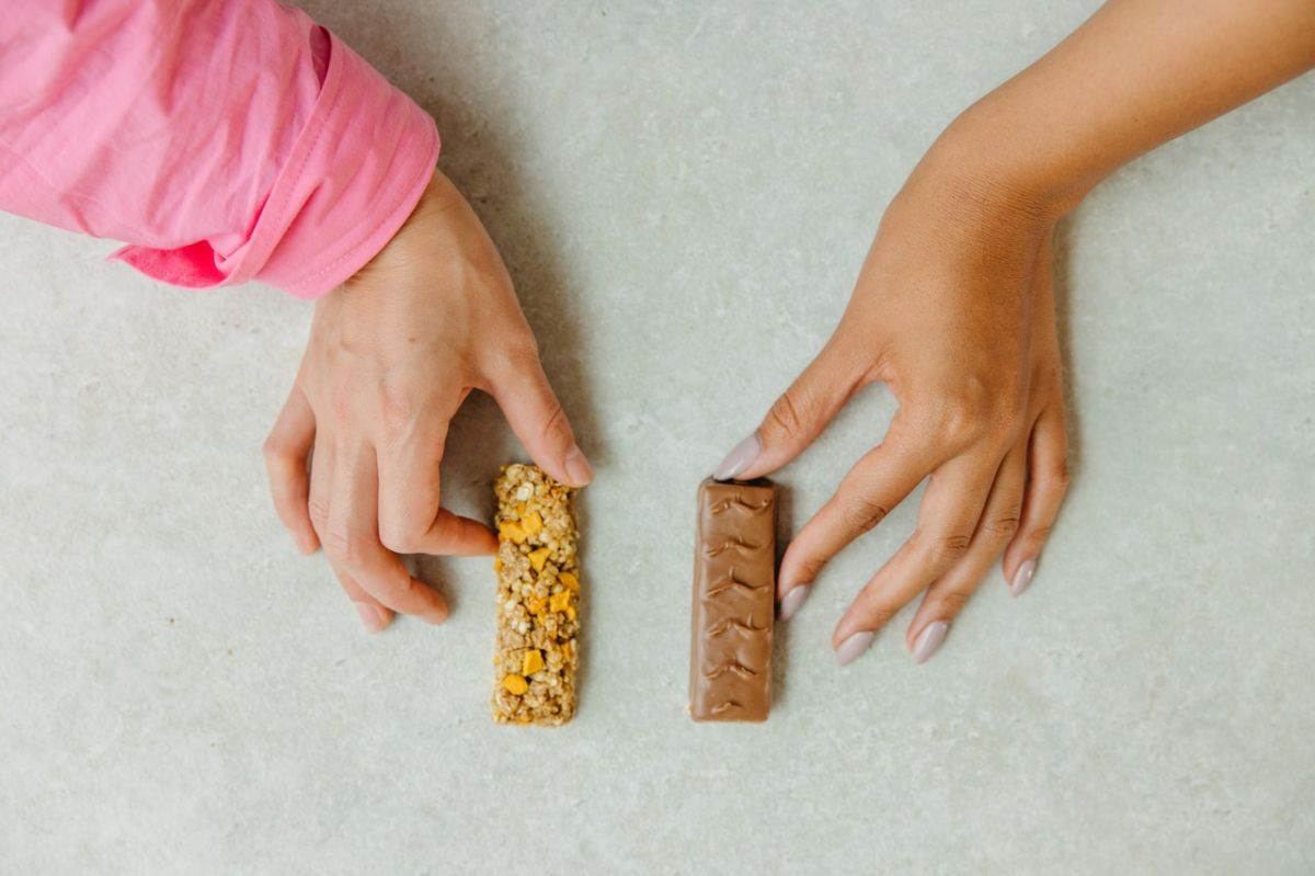 Muchas barritas de cereal son tan ricas en azúcar y calorías como un bocadillo de chocolate.