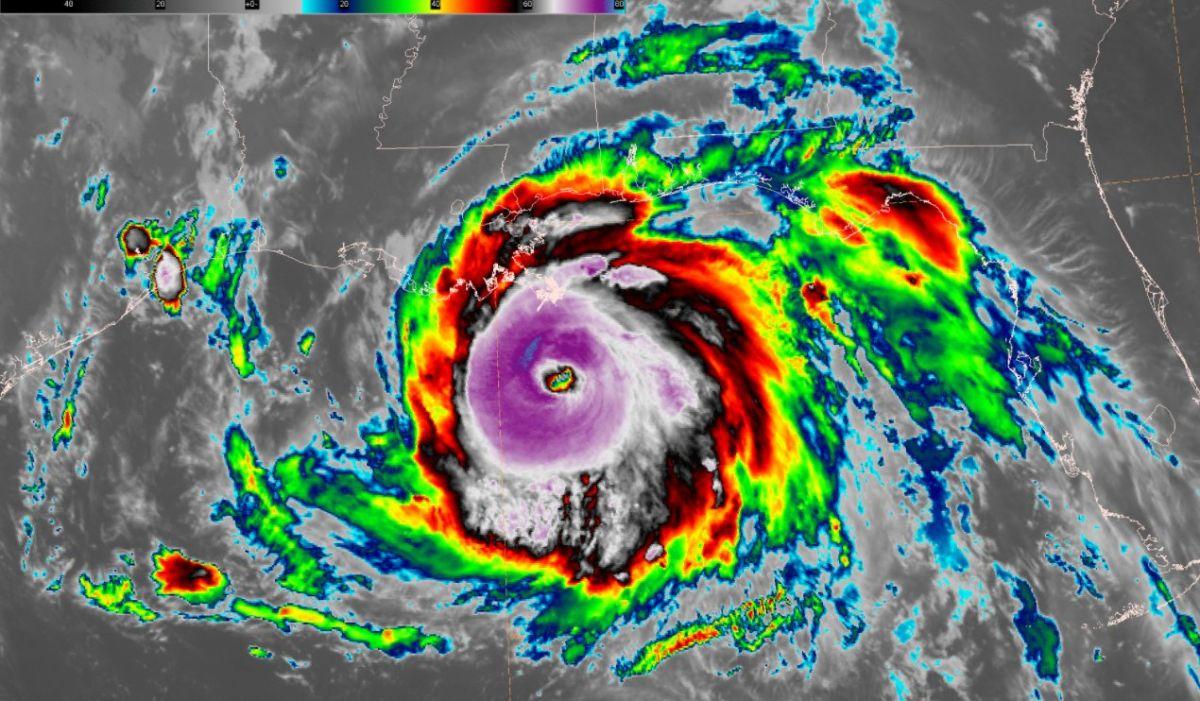 Ida se convierte en huracán categoría 4.