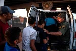 EE.UU. extiende la expulsión de indocumentados en la frontera por la pandemia de coronavirus
