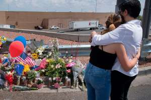 México recuerda a las víctimas del tiroteo de hace dos años en Walmart de El Paso Texas