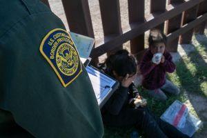Llegan 19,000 niños migrantes solos a la frontera e imponen nuevo récord