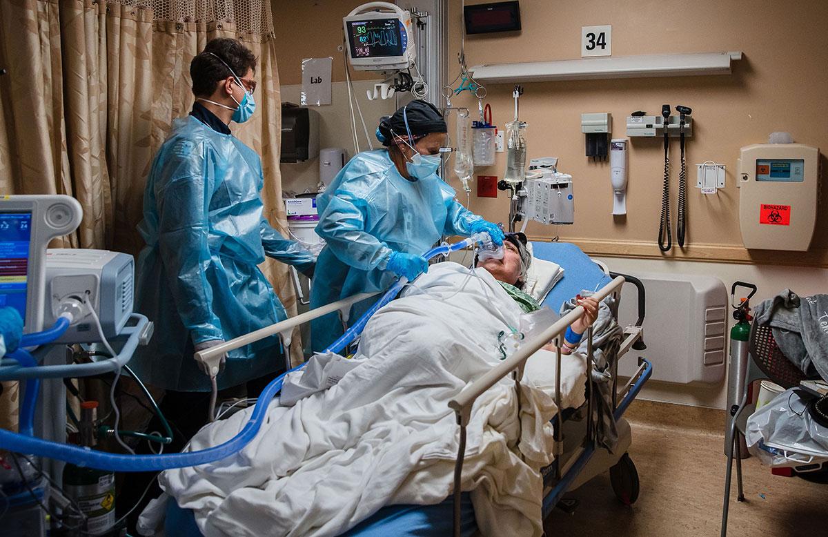 Las hospitalizaciones por covid-19 descienden ligeramente en Los Ángeles. (Getty Images)