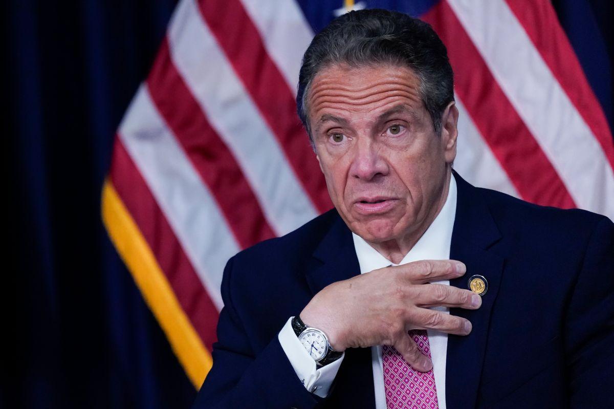 El gobernador de Nueva York, Andrew Cuomo, enfrenta crecientes presiones para que renuncie.