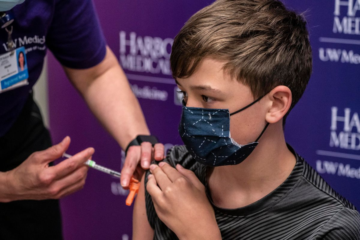 Las vacunas COVID/19 sólo se aplican a mayores de 12 años.