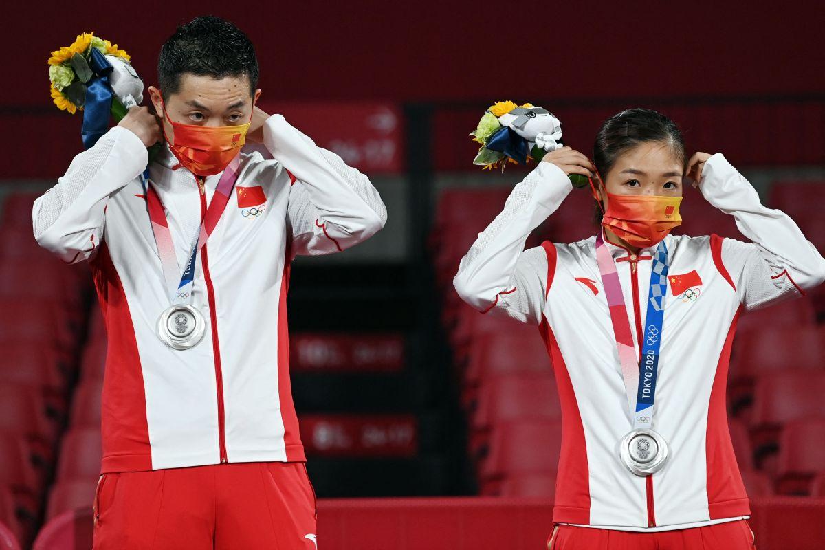La pareja de tenis de mesa, solo lograron la presea de plata al ser derrotados por Japón.