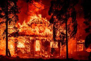 Gran incendio de California arrasa con 99,000 hectáreas y se convierte en el decimoprimero mayor de su historia