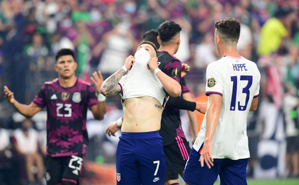 Arriola lamenta la ocasión desperdiciada en la final de la Copa Oro.