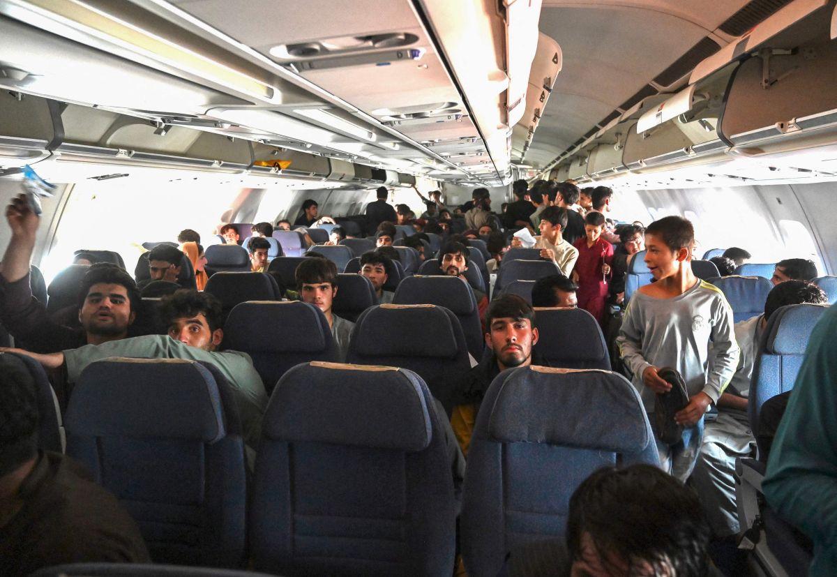 Las imágenes de satélite de la empresa Maxar Technologies revelan el caos que se vivió en el aeropuerto de Kabul en Afganistán-GettyImages-1234713303.jpeg