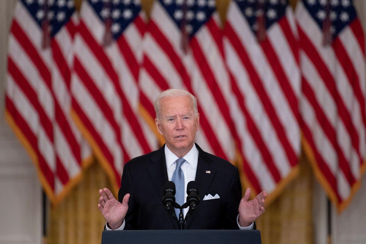 Biden dijo que el ejército seguirá protegiendo la evacuación de los estadounidenses en Afganistán.
