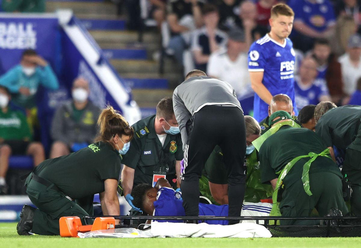 El defensor sufrió una desafortunada lesión a diez días de iniciar la Premier League.