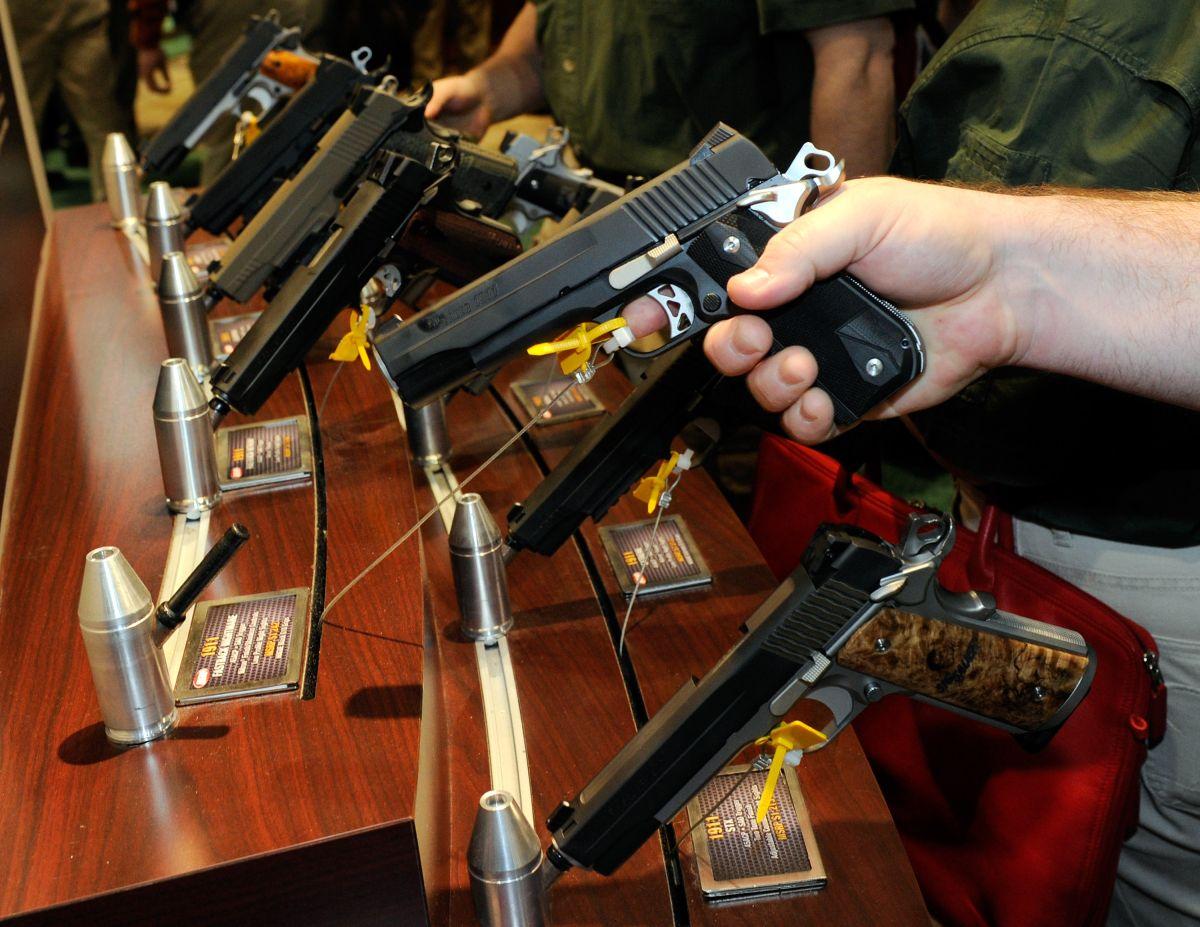 La demanda asegura que los fabricantes de armas estadounidenses facilitan el tráfico ilegal de armas a México.